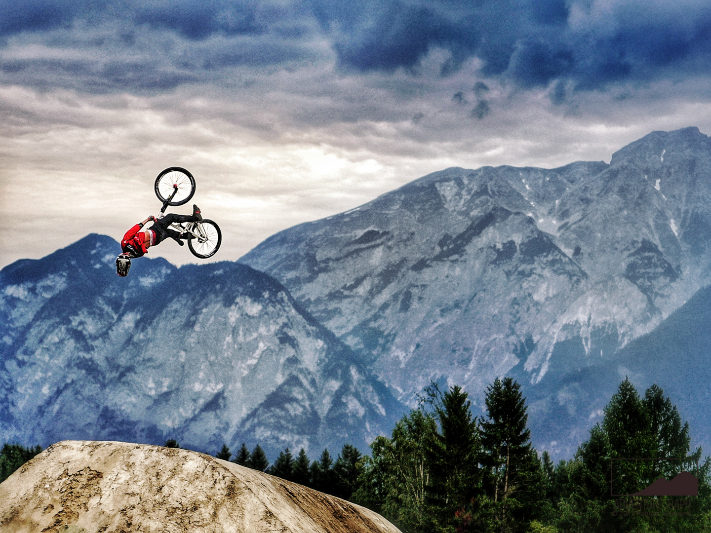 High-quality photograph of the slopestyle bike sport event Crankworx Innsbruck.