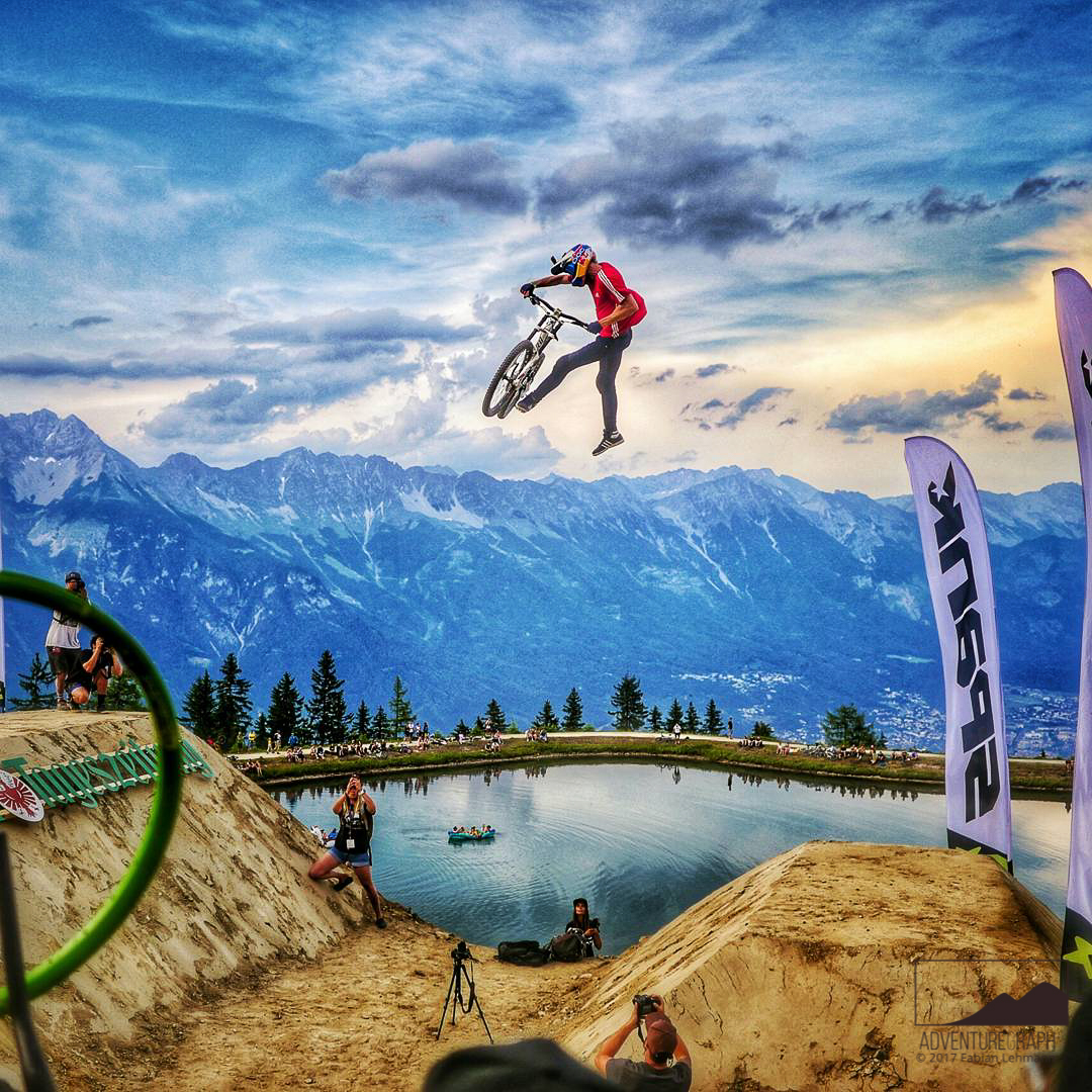 Better in video: Impressive whip-off contest at the extreme sports event Crankworx Innsbruck.